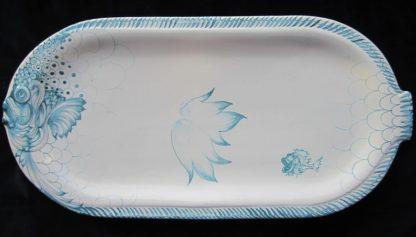 Plat à poisson ovale en faïence façonnée et peinte à la main